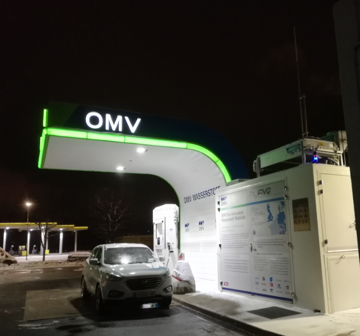 hyundai ix35 tucson fcev_hydrochan_innsbruck_münchen_munich_refuelling station_08012019_andechsstrasse omv_early morning_wasserstoff hyfive