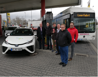 IMG_20190313_0935 toyota mirai fcv Mercedes evobus citaro fcell Mortimer hydrochan energytours Frankfurt industriepark höchst
