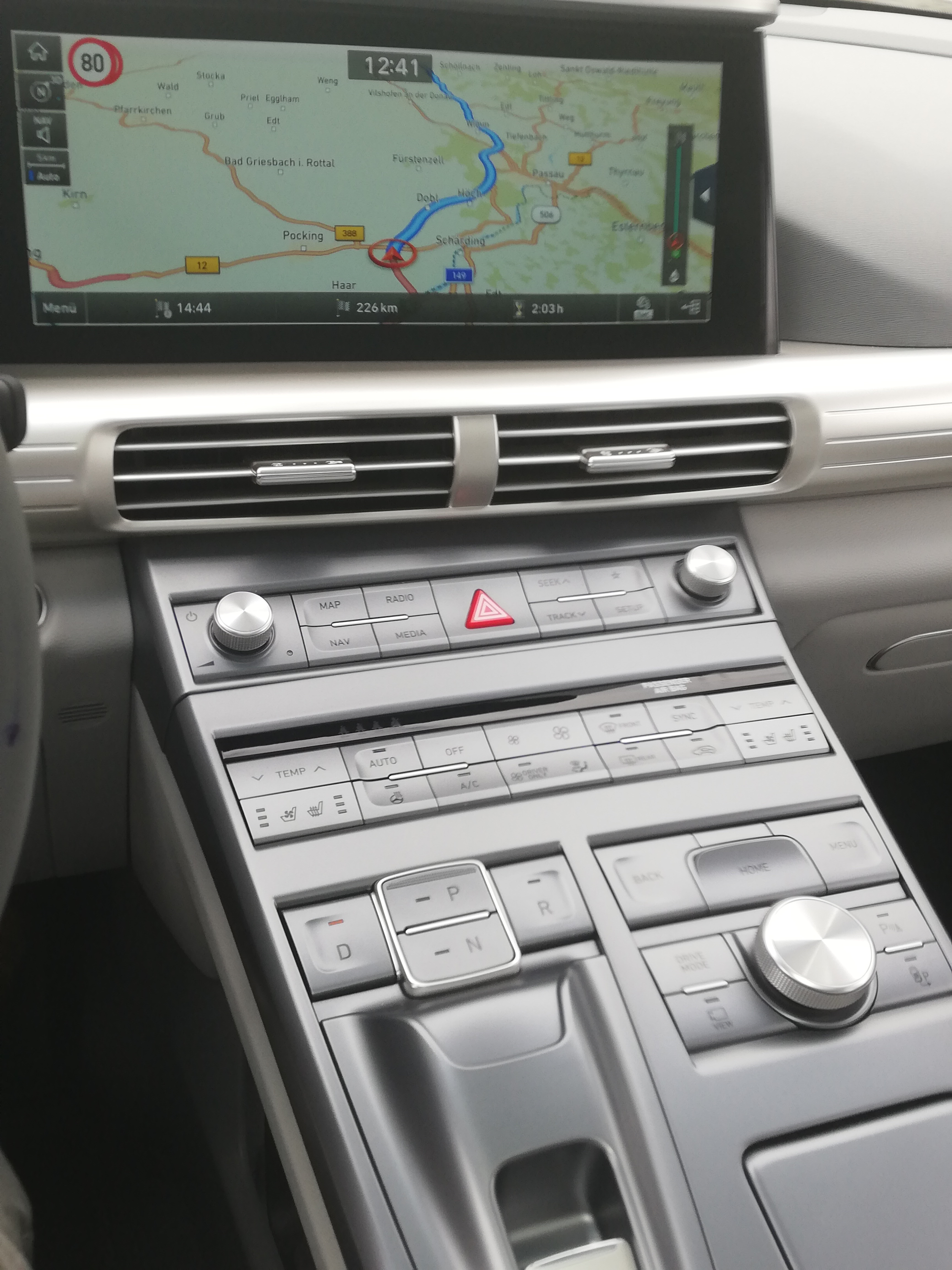 hyundai-nexo-range-test-hydrochan-Vienna-Offenbach-Innsbruck screen functions mittelkonsole bildschirm
