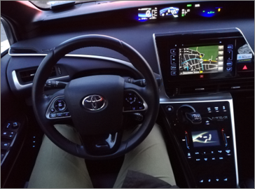 Toyota Mirai Fuel Cell Wasserstoff H2_Tacho Lenkrad Armaturen Bildschirm Innenraum_Mortimer Hydrochan Schulz